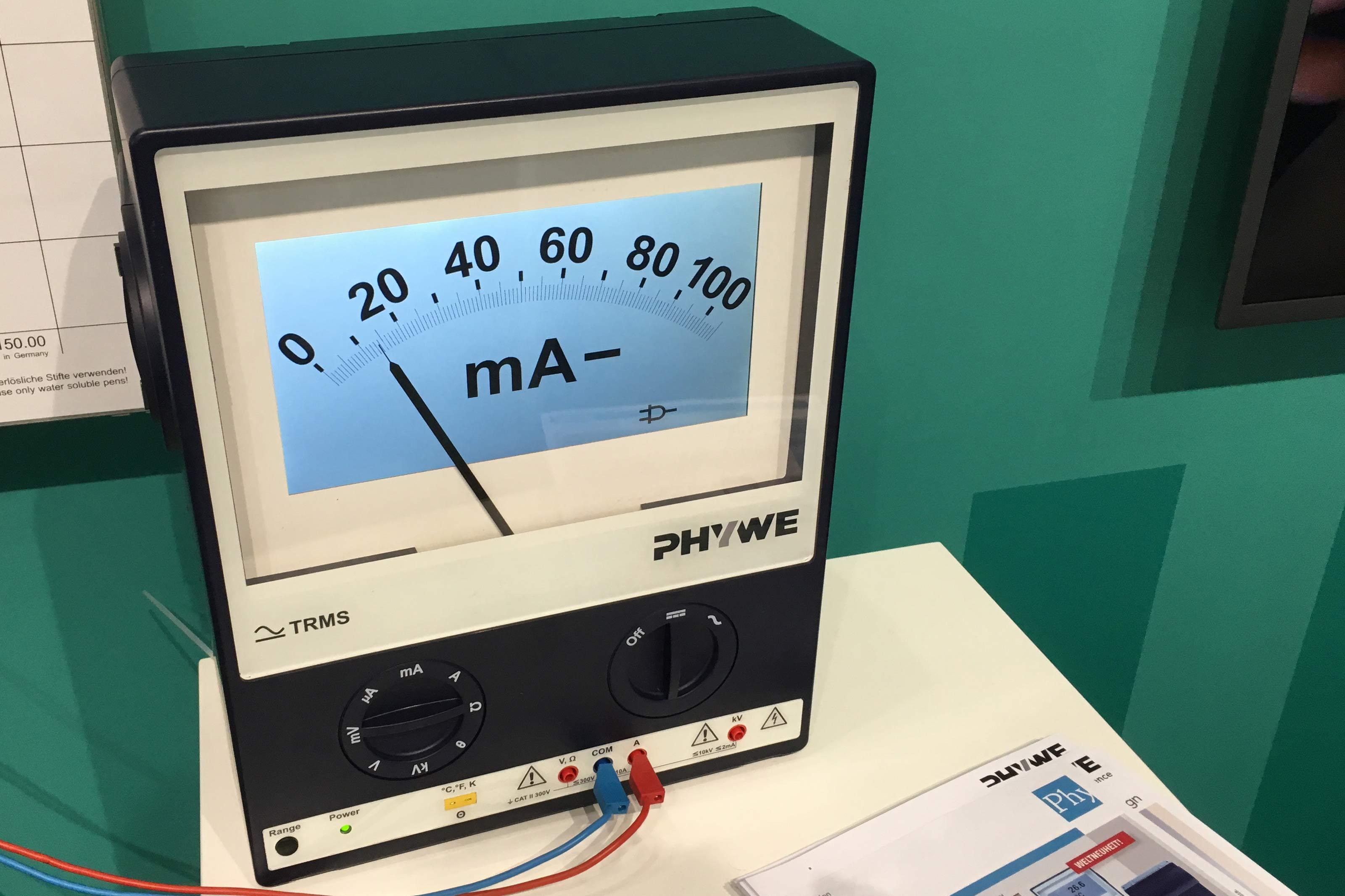 Messgerät mit Skala auf Monitor